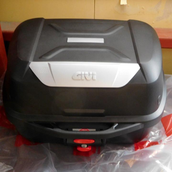 GIVI モノロックケース (43L) E43NTLD