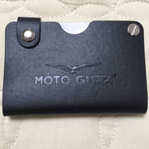 モトグッチィ レザーカードケース