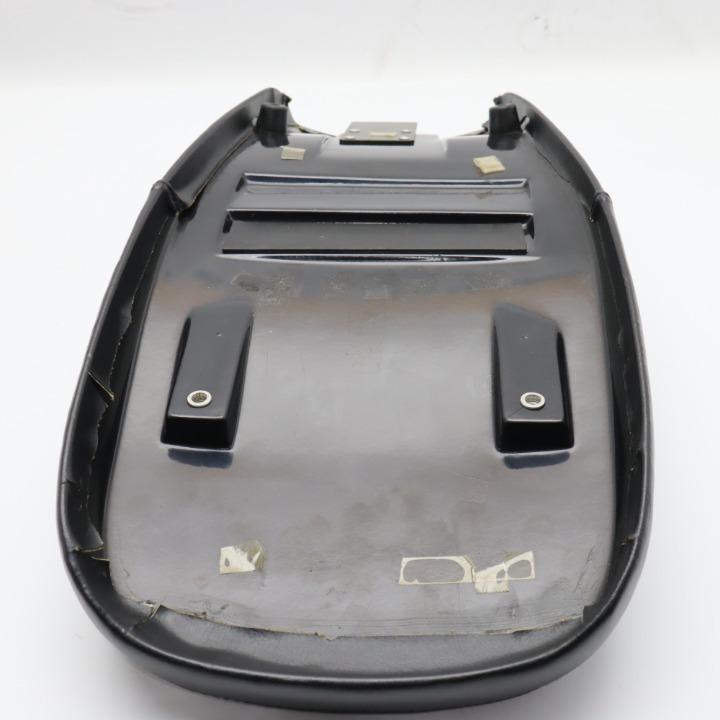 ハリケーン 未使用 汚れあり トラッカーシート TW200