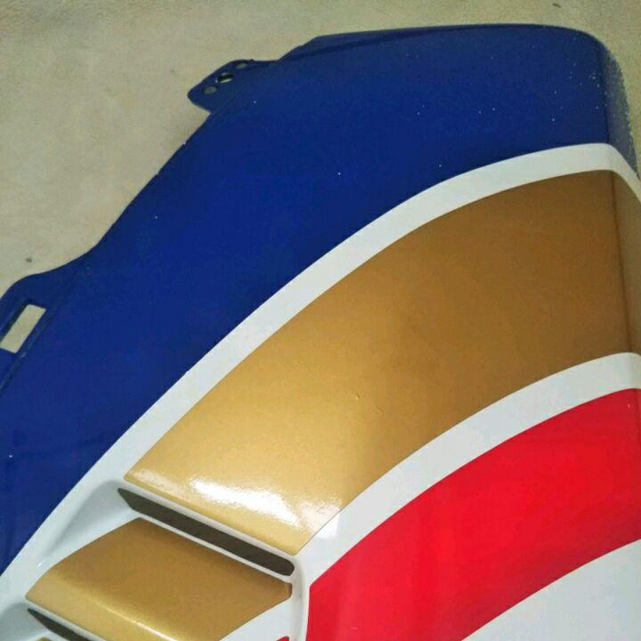 ジャンク、NSR250R右下カウル、MC21 SP ロスマンズ純正品と思われます。